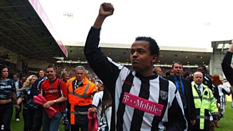 Robert Earnshaw celebrates West Brom's great escape in 2005