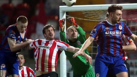 Derry City keeper Gerard Doherty punches the ball clear