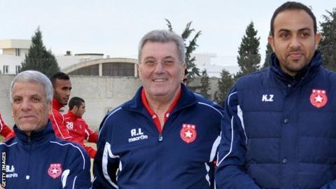 Etoile coach Roger Lemerre (centre)