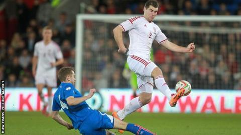 Sam Vokes in action for Wales against Iceland