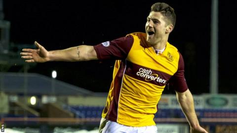 Iain Vigurs' late goal secured Motherwell a 2-1 win at Inverness