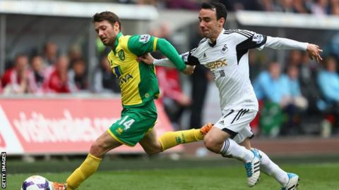 Norwich City's Wes Hoolahan battles with Swansea City's Leon Britton for the ball