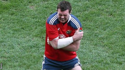 Peter O'Mahony grimaces after hurting his shoulder in Saturday's win over Toulouse