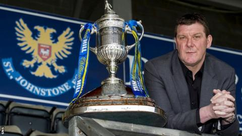 St Johnstone manager Tommy Wright with the Scottish Cup