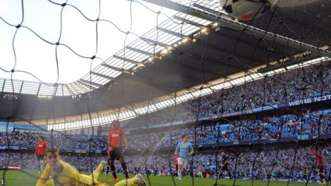 David de Gea can't prevent Sergio Aguero scoring his side's third goal