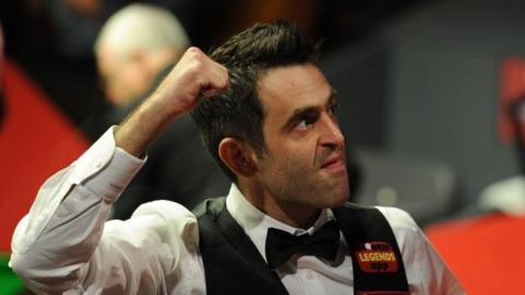 Reigning world champion Ronnie O'Sullivan beat Joe Perry in the deciding frame to proceed to the third round of the World Championship at the Crucible.