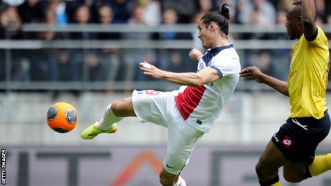 Edinson Cavani puts Paris St-Germain ahead at Sochaux