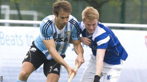 Scotland's Ian Moodie (right) battles with Facundo Callioni of Argentina