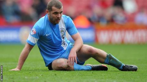 Barnsley midfielder Stephen Dawson