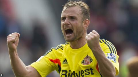 Lee Cattermole celebrates as Sunderland beat Manchester United