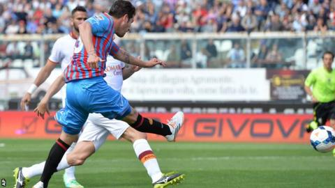 Catania beat Roma to give Juventus the Serie A title