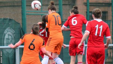 Suzanne Lappin scores for Glasgow City against Aberdeen