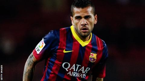 Barcelona's Dani Alves ate banana at Villarreal