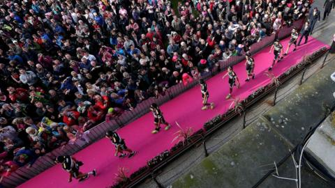 Twenty-two teams were introduced to the crowd in Belfast ahead of the big start of the 2014 Giro d'Italia, one of cycling three Grand Tours