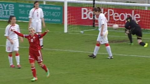 Jess Fishlock scores for Wales