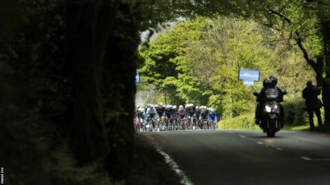 The peloton heads its way south from Armagh City towards Dublin as the sun finally starts to shine on the Irish Giro