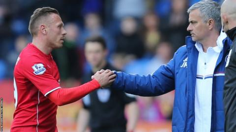 Craig Bellamy shakes the hand of Chelsea manager Jose Mourinho as he leaves the Cardiff City Stadium pitch.