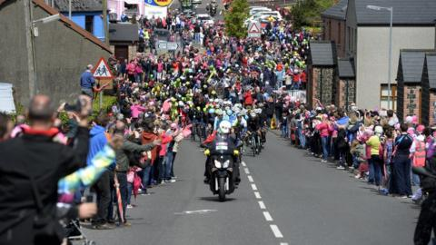 Huge crowds again lined Sunday's Giro d'Italia route as the riders crossed the border at Forkhill on the race's final day of action in Ireland