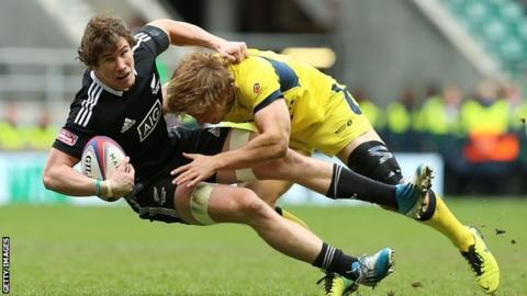 New Zealand's Sam Dickson and Australia's Jesse Parahi
