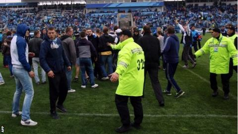 Zenit St Petersburg supporters invade the pitch against Dynamo Moscow