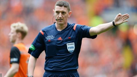 Referee Craig Thompson