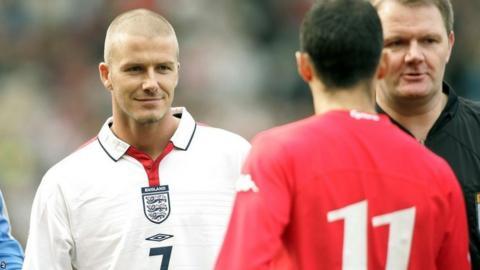 Ryan Giggs shakes hands with David Beckham