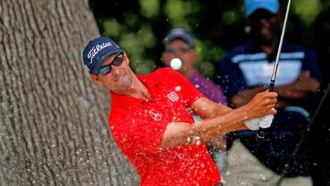 World number one Adam Scott recovered his form on the back nine to make the cut at the Crowne Plaza International at Fort Worth, Texas.