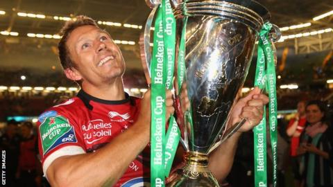 Jonny Wilkinson with the Heineken Cup after Toulon's win over Saracens
