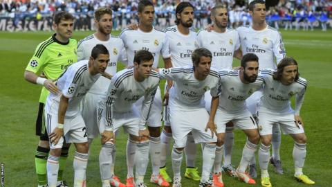 Real Madrid team line-up before kick off