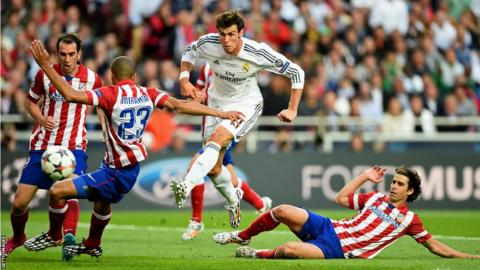 Gareth Bale breaks through and unleashes a shot at the Atletico Madrid goal