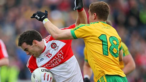 Derry's Benny Heron comes under pressure from Lule Keaney of Donegal at Celtic Park