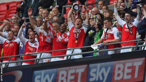 Fleetwood celebrate promotion