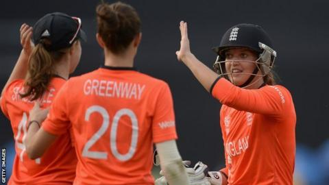 Sarah Taylor of England with Anya Shrubsole and Lydia Greenway