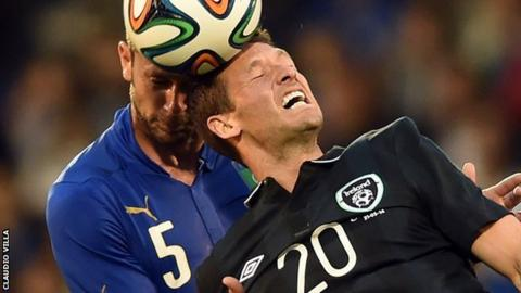 Thiago Motta of Italy goes for the ball with the Republic of Ireland's Wes Hoolahan