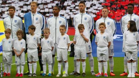 England players sing national anthem ahead of Peru friendly
