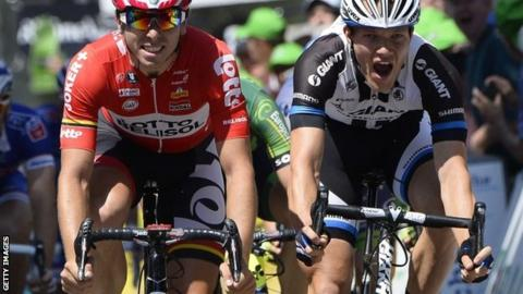 Nikias Arndt (right) wins stage three from Kris Boeckmans
