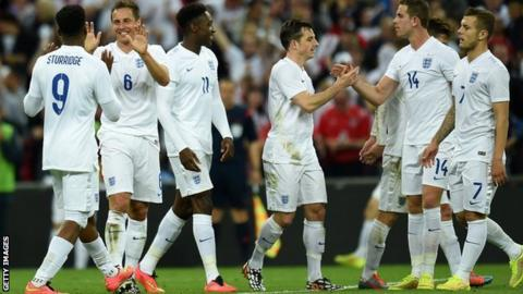 The England team celebrate.