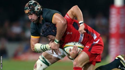Victor Matfield tackles Matthew Morgan