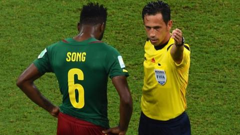 Alex Song is sent off against Croatia