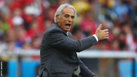 Vahid Halilhodzic at the side of pitch