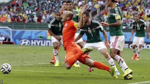 Netherlands forward Arjen Robben was awarded a penalty late on in his side's win over Mexico
