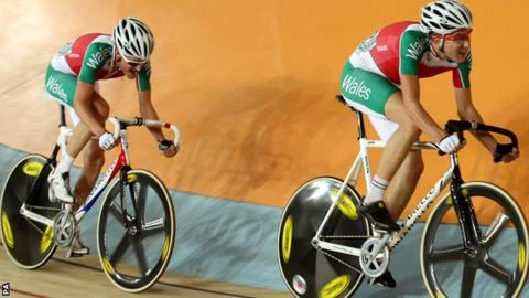 Luke Rowe and Jon Mould riding for Wales at the Delhi Commonwealth Games