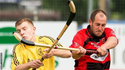 Glenurquhart beat Inveraray 3-1 to reach the semi-finals of the Camanachd Cup