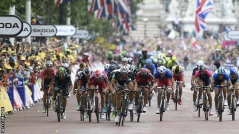 Marcel Kittel (centre) wins the sprint down The Mall