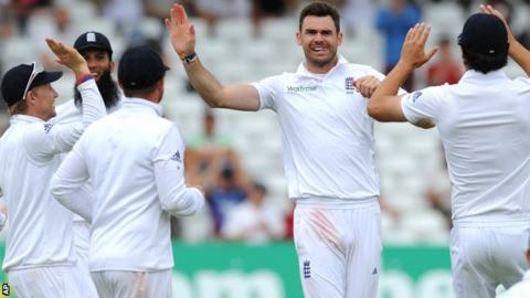 England celebrate a James Anderson wicket at Trent Bridge