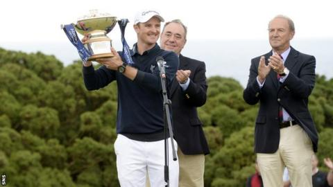 Justin Rose collects his trophy