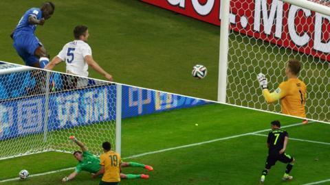 Spain's forward David Villa scores against Australia's goalkeeper Mathew Ryan during a Group B football match between Australia and Spain at the Baixada Arena in Curitiba