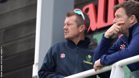Glamorgan head coach Toby Radford (left) and assistant Robert Croft talk tactics
