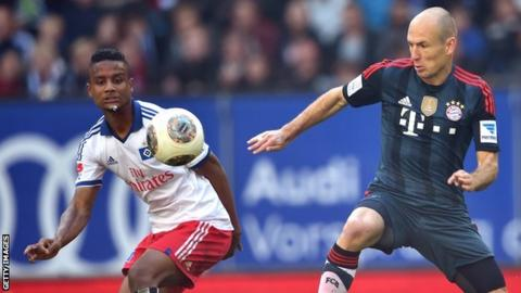 Michael Mancienne (left) in action with Bayern Munich's Arjen Robben