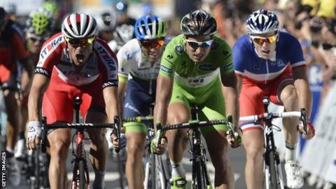 Alexander Kristoff (left) wins stage 12 of the Tour de France